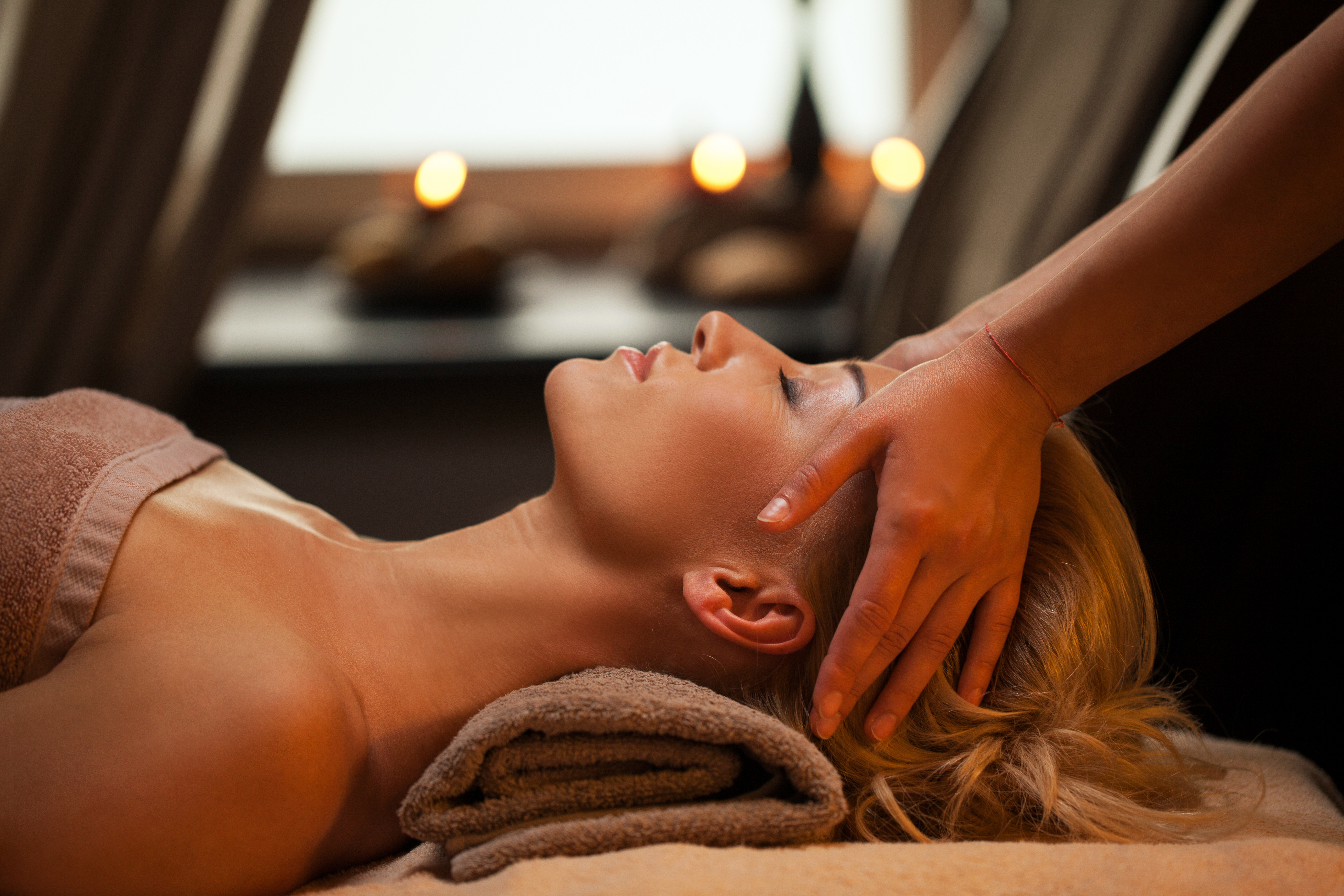 aromatheraphy-scalp-massage-spatermediaroma