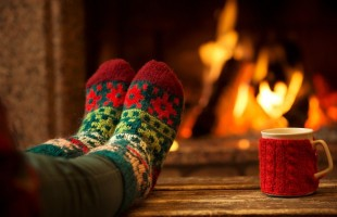 feet-in-front-of-the-fireplace-1000x578